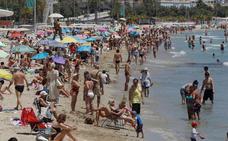 La temporada de playa se adelanta por el calor