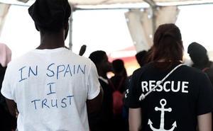 Inmigrantes del 'Aquarius' se deshacen de documentos para evitar la expulsión