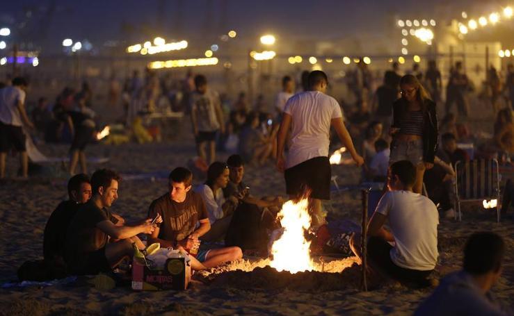 Valencia celebra San Juan en sus playas