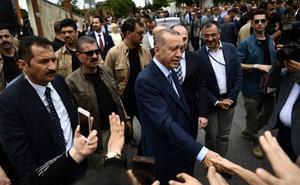 Turquía cuenta los votos tras una jornada electoral con participación masiva