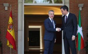 Sánchez ofrece a Urkullu retirar el recurso de Rajoy contra la ley de abusos policiales