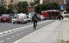 València en Bici propondrá que sólo tenga coche quien disponga de plaza de garaje