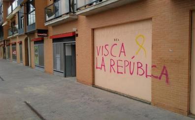 Identificado por un delito de daños un hombre que pintaba lazos amarillos en fachadas y túneles de varias localidades de Valencia