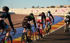 400 ciclistas, ante el reto de pedalear 24 horas seguidas en el circuito Ricardo Tormo de Cheste