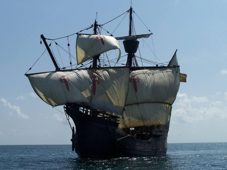 Una réplica de la Nao Santa María de Colón atraca este miércoles en Alicante