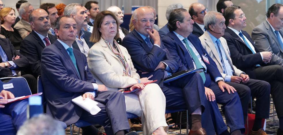 Los empresarios piden a Ábalos que explique la planificación de las obras del corredor mediterráneo