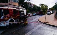 Desalojan a cerca de 40 vecinos de un edificio de Calp por el incendio de un coche en el garaje