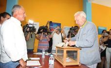 García-Margallo vota en Xàbia su candidatura para presidir el PP en medio de una gran expectación