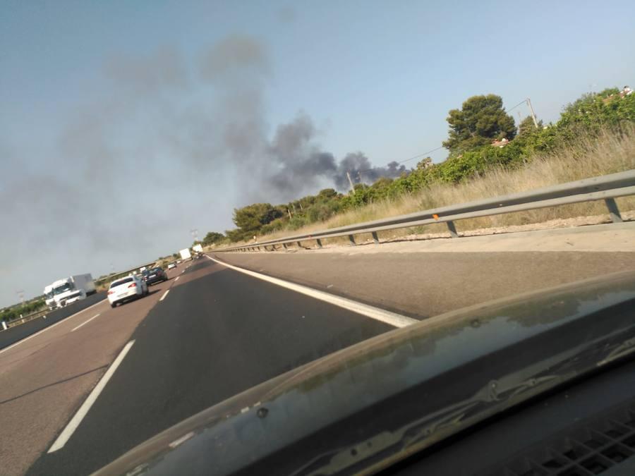 Incendio en el polígono industrial La Cova de Manises