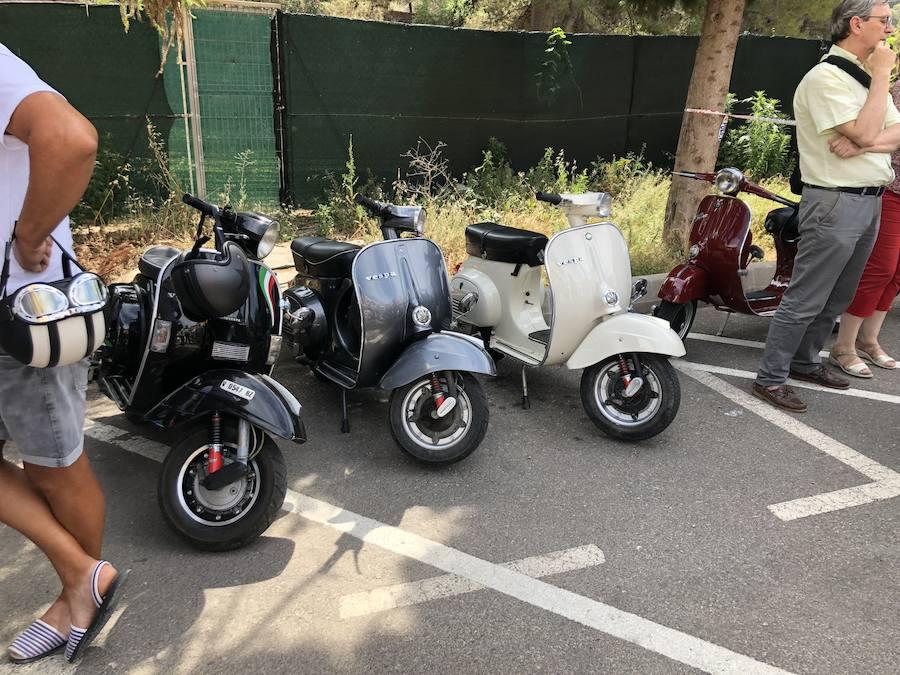 Concentración de Vespa y coches clásicos en Serra