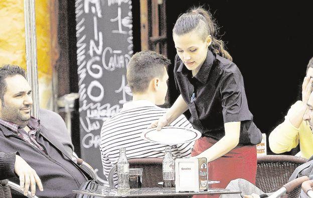El PSPV pide que los bares y restaurantes ofrezcan gratis agua del grifo