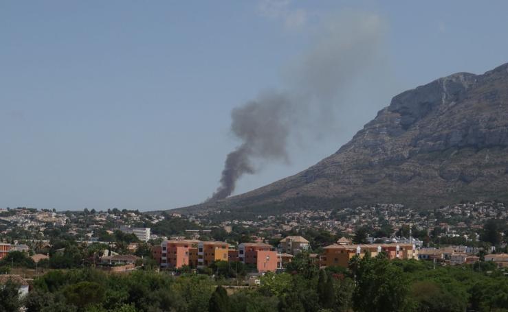 Arde el parque natural del Montgó