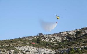 El fuego calcina seis hectáreas de masa forestal en el parque del Montgó