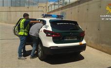 Detenido en Santa Pola el autor de varios robos en aparcamientos cercanos a las playas de Elche