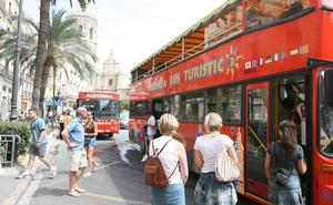El grupo radical independentista Arran irrumpe en un bus turístico de Valencia