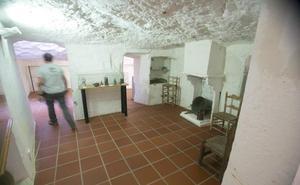 Las cuevas de Paterna donde Almodóvar va a grabar 'Dolor y Gloria'