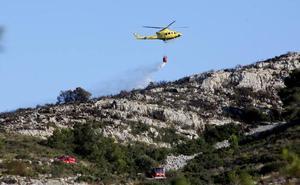 Un avión con cámara térmica buscará puntos calientes en el incendio del Montgó