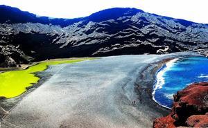 La playa más colorida de España