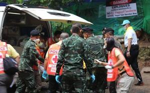 Chequeo a los niños de Tailandia: Muy débiles tras 16 días bajo tierra
