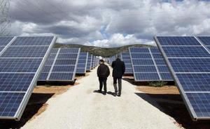 Las trabas burocráticas frenan mil millones de inversión en parques fotovoltaicos en la Comunitat