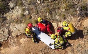 Rescatan en helicóptero a un turista herido tras caer desde siete metros en la Cova Tallada