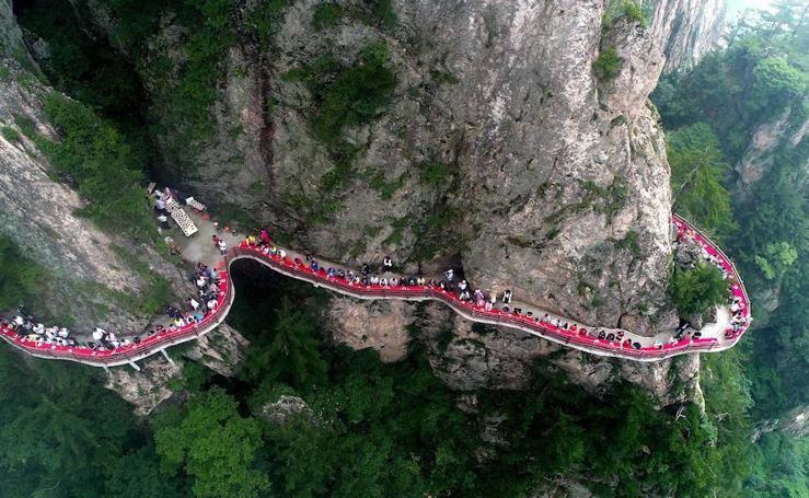 Una cena de lujo a 2.000 metros de altura en China