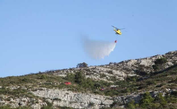 Extinguido el incendio del parque del Montgó tras arrasar con alrededor de 10 hectáreas