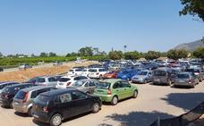 El Hospital de La Ribera se queda sin espacio para los vehículos de los pacientes del centro