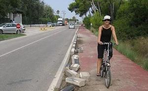 Los colectivos ciclistas piden un mayor mantenimiento de los carriles bici por el mal estado