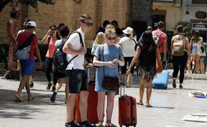 Las medidas para regular los pisos turísticos enfrentan a Valencia en Comú y PSPV