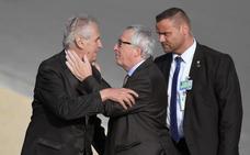 El extraño comportamiento de Juncker en la cumbre de la OTAN