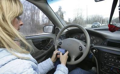 Llegan los radares que detectan si usas el móvil al volante