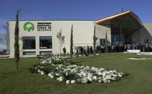 La empresa del tanatorio municipal de Valencia invertirá un millón de euros para solucionar las deficiencias del edificio y reabrir el aparcamiento