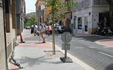 Daños en el asfalto y el acabado de remates obligan a cerrar de nuevo la calle Colón en Dénia
