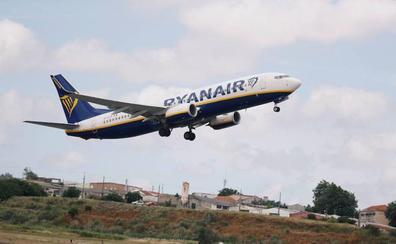 Una treintena de hospitalizados tras una bajada de presión en un avión de Ryanair