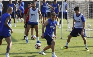 Los jugadores del Valencia que se juegan la camiseta