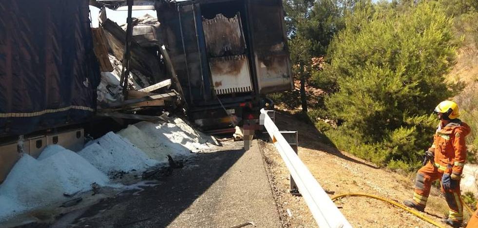Un choque entre camiones causa un incendio y corta la A-3 casi cuatro horas
