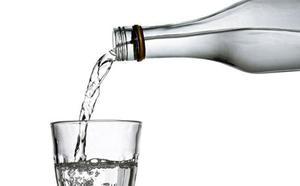 Retiran botellas de agua de la marca Eroski por posible contaminación