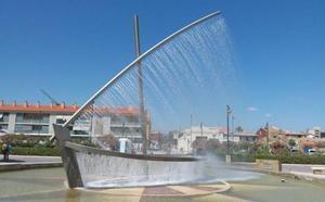 La fuente de la barca del paseo marítimo vuelve a funcionar