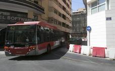 Las quejas de la EMT fuerzan a nivelar el asfalto en la calle Beata