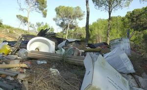 Despedido un basurero por tirar 10.420 kilos de residuos en un terreno porque tuvo una urgencia familiar