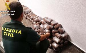 Intervenidos en Sagunto 65 kilos de hachís y 25 de marihuana en dos coches