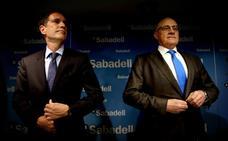 El Sabadell traspasa su cartera inmobiliaria a un fondo y ofrece la de la CAM a Deutsche Bank