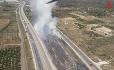 Un incendio de matorrales a la altura de Pedreguer obliga a cortar la N-332