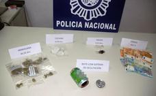 Policías de paisano atrapan a dos hombres vendiendo droga en el festival de música