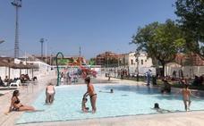 Paterna regula con un semáforo la entrada a su nueva piscina al quintuplicarse las visitas