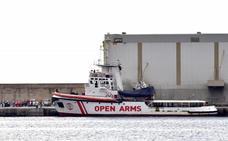 El 'Open Arms' llega a Palma con la superviviente y los dos cadáveres rescatados en el mar