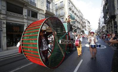 Miles de valencianos disfrutan de las actividades de la Gran Nit
