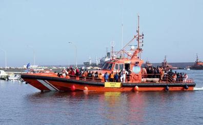 Ascienden a 210 las personas rescatadas de 19 pateras este domingo en aguas del Estrecho