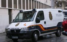 Maniatan y amenazan de muerte con arma blanca a un jubilado para robarle 1.000 euros de su pensión